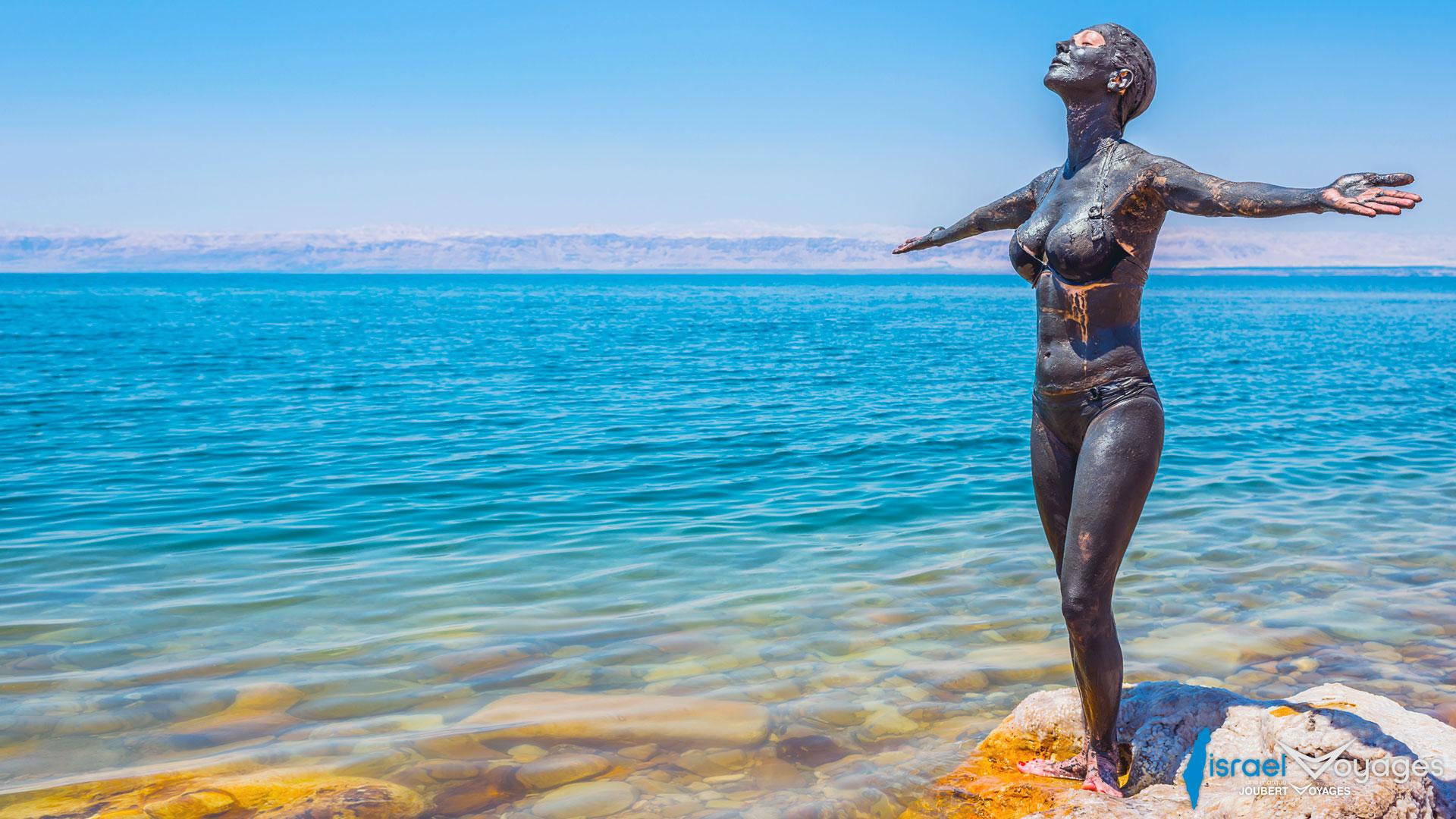 Détente et bains de boue à la mer Morte